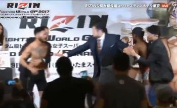 MMA: Dos luchadores se fueron a las piñas en el pesaje | Mma
