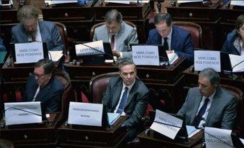 Senadores anti-legalización usaron el cartel #MiraComoNosPonemos y fueron duramente criticados | Aborto