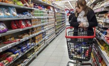 ¿Por qué no bajan los precios de los alimentos en los supermercados? | Precios
