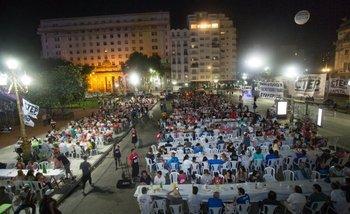 Navidad en la era Macri: Miles de personas sin techo pasaron Nochebuena frente al Congreso | Macri presidente