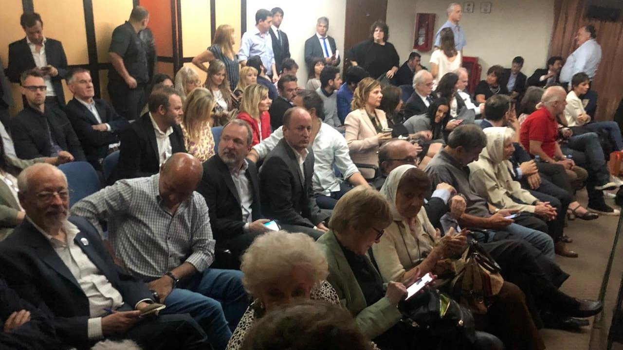 Cristina Fernández dice que es perseguida política — Argentina