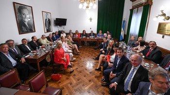 Sorpresiva reaparición de Carlos Menem en el Senado   Senado