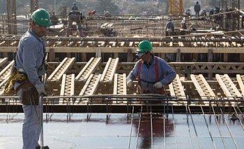 La producción industrial mejoró casi un 5% en enero  | Reactivación económica