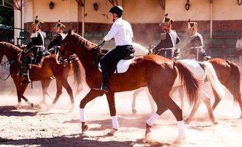 Macri paseó en caballo en medio de la crisis   Antes de irse