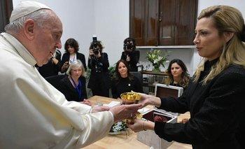 ¿Por qué el Papa devolvió el cáliz que le llevó Fabiola Yañez? | Vaticano