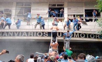 La oposición a Roberto Fernández tomó la sede de la UTA | Máxima tensión