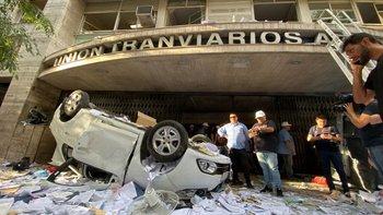 Toma en la UTA: 11 heridos y Roberto Fernández atrincherado | Paro de colectivos