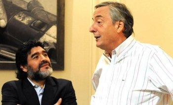 La emotiva foto de Maradona con un busto de Néstor Kirchner   Casa rosada