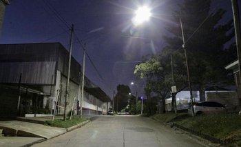 Quilmes instala luces LED en su programa por la prevención del delito   Provincia