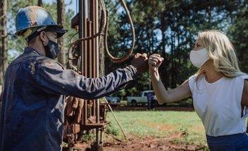 Fabiola Yañez recorrió obras que llevará agua potable más de 500 familias | Yacyretá
