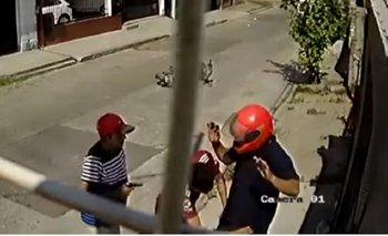 Así roban en Tucumán: delincuentes desvalijan a un motociclista | Tucumán