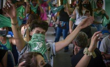 """El """"tren verde"""": mujeres fueron al Congreso para reclamar por el aborto legal   Congreso"""