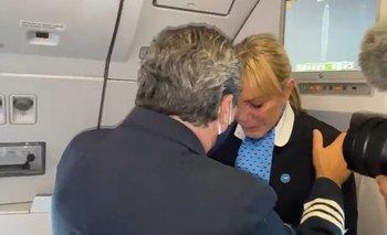 Emocionante video de una auxiliar a bordo que trajo la vacuna Sputnik V  | Vacuna del coronavirus