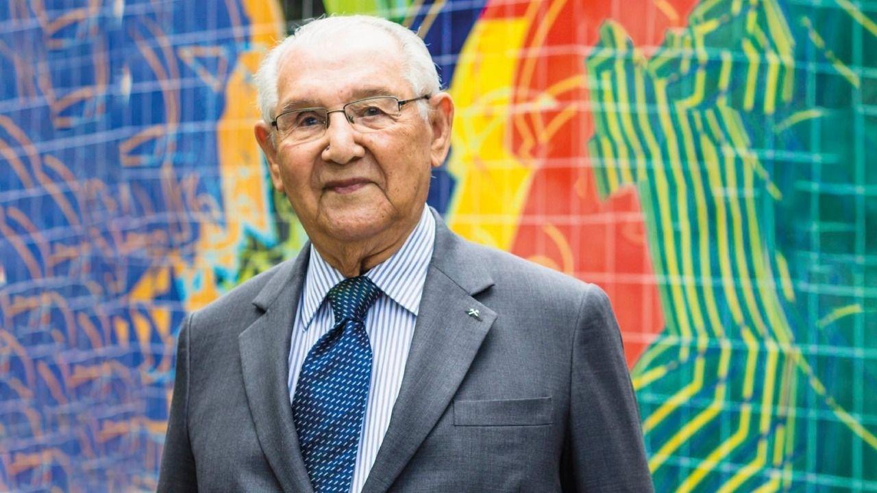 Con 104 años, terminó su tesis doctoral y resolvió un cálculo de hace dos  siglos | El Destape