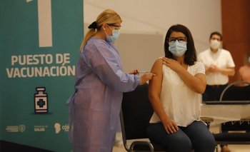 Córdoba: emoción y esperanza en los primeros vacunados   Vacuna del coronavirus